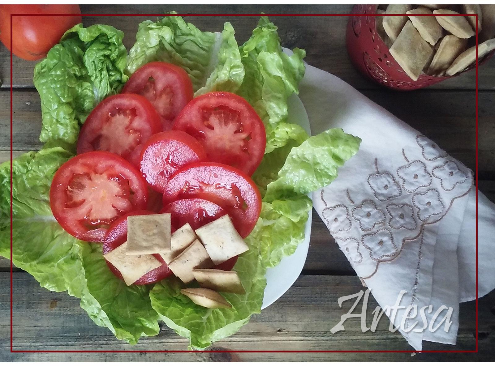 ensalada-con-snack-de-oliva